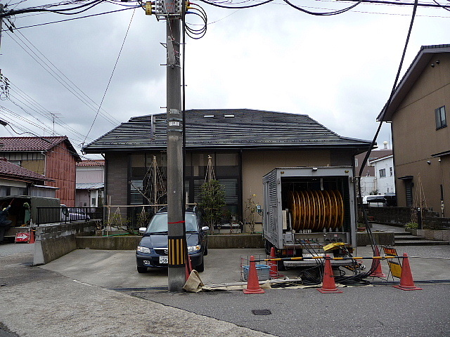 あなたの家の玄関前に電柱や街路樹はありませんか?