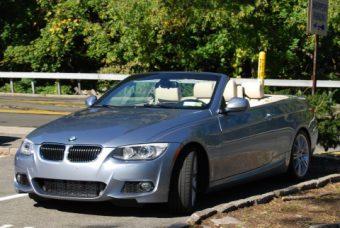 BMWとレクサスが普通に置いてあるパワースポットです