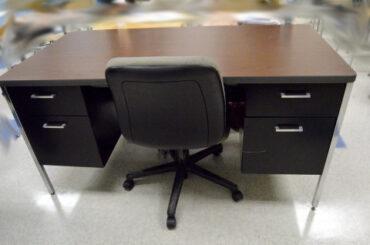 社長の机は、このように置くと仕事がはかどります