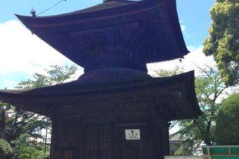 国宝級の多宝塔は有情の水に守られています。